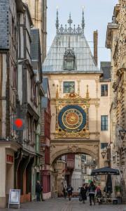 Gros-Horloge,_Rouen,_West_View_140215_2