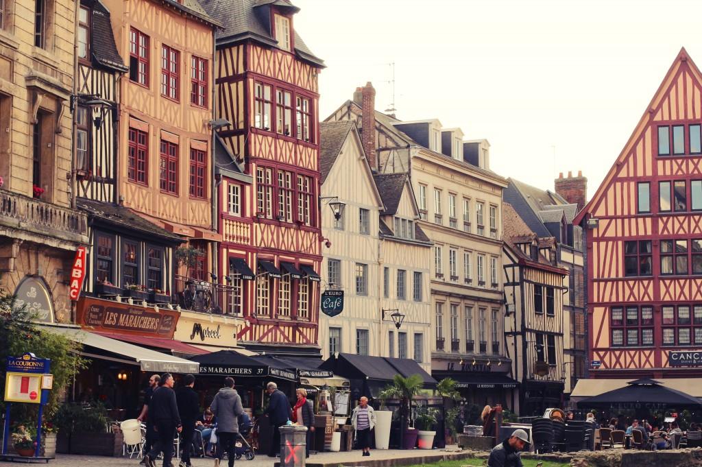 Place du vieux marché Rouen Le Viking guide